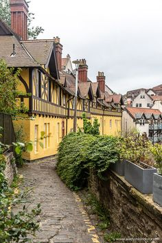 This is Dean Village, Edinburgh. This travel itinerary for 4 days in Edinburgh, Scotland has the best Edinburgh itinerary for your trip to Scotland. It has everything from Edinburgh Castle to Edinburgh University and more. If you're looking for the best things to do in Edinburgh, this great Edinburgh itinerary has it all.