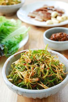 Pa muchim (scallion salad) : Pachae muchim (파채무침), also called pa muchim (파무침) or pajeori (파절이) dishes Pa Muchim (Scallion Salad) - Korean Bapsang Korean Side Dishes, Side Dishes Easy, Asian Recipes, Healthy Recipes, Asian Desserts, Asian Cooking, Calories, Kimchi, Healthy Eating