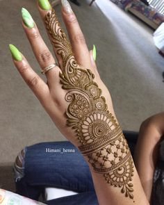 Mehndi is something that every girl want. Arabic mehndi design is another beautiful mehndi design. We will show Arabic Mehndi Designs. Henna Hand Designs, Dulhan Mehndi Designs, Mehendi, Mehndi Designs Finger, Latest Arabic Mehndi Designs, Mehndi Designs For Girls, Mehndi Designs For Beginners, Stylish Mehndi Designs, Mehndi Designs For Fingers