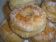 donuts in the skillet.they look devine! u gotta buy latora and fry in almond butter. Fun Easy Recipes, Easy Desserts, Sweet Recipes, Dessert Recipes, Hispanic Desserts, Spanish Desserts, Beignets, Sweet Dough, Sweet Buns