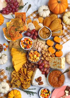 Ideas and tips for a fall cheese board using pumpkin spice ingredients by the grazing board expert Pumpkin Ravioli, Roast Pumpkin, Pumpkin Spice, Pumpkin Pumpkin, Pumpkin Carving, Charcuterie Recipes, Charcuterie And Cheese Board, Cheese Boards, Thanksgiving Recipes