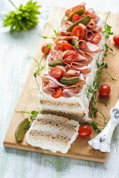 Appetizer Salads, Holiday Appetizers, Holiday Recipes, Cake Sandwich, Party Sandwiches, Food Trays, Cheesecakes, Picnic, Food And Drink
