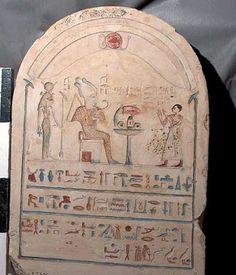 Lápida de la XXVII dinastía del Antiguo Egipto descubierta en la zona arqueológica de Saqqara