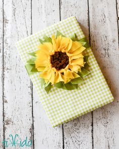 Tutorial to make a ribbon sunflower gift topper. Beautiful, creative gift wrapping idea.