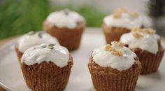 Wortelcakejes met yoghurt-topping Desserts Menu, Paleo Dessert, Healthy Desserts, Lemon Cream Cheese Frosting, Carrot Cake Muffins, What's For Breakfast, Tasty Bites, Cake Cookies, Cupcakes