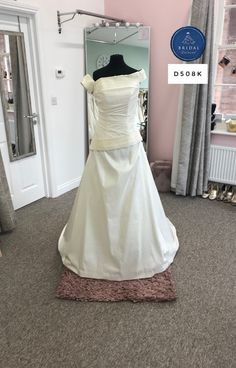 Yours Truly, Taffeta Dress, Bridal Dresses, That Look, Tulle, Bride, Inspiration, Fashion, Bride Dresses