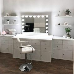 Makeup Vanity: All You Need to Know to Pick THE ONE ★ See more: https://makeupjournal.com/makeup-vanity/