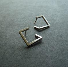 stříbrné+naušnice+Stříbrné+náušnice+na+šroubek+rozměru+15x15mm,+kartáčovaný+povrch,+konec+naušnic+zahnutý+za+ucho.+K+náuškám+je+mozné+vyrobit+i+závěs.+Viz+foto...
