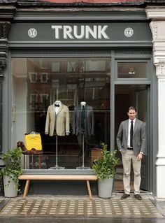 Store front-pots and bench Shop Interior Design, Retail Design, Store Design, Shop Window Displays, Store Displays, Plan Garage, Design Food, Suit Shop, Store Windows