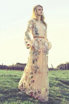 Milou Sluis in Valentino, Glamour Spain, June 2012 (Photo: Onhur) Vestidos Valentino, Valentino Dress, Valentino Couture, Glamour, Pretty Dresses, Beautiful Dresses, Gorgeous Dress, Jw Mode, Fashion Vestidos