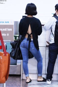 Hwasa's back----> Damn. Girl looks good from every angle :D
