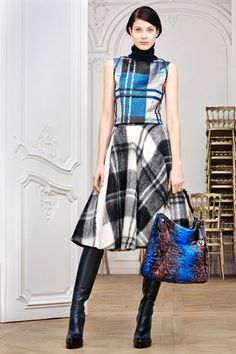 SKIRT Christian Dior Pre-Fall 2014 - Runway Photos - Fashion Week - Runway, Fashion Shows and Collections - Vogue Dior Fashion, Plaid Fashion, Fashion Week, Runway Fashion, Fashion Show, Autumn Fashion, Fashion Design, Fashion Trends, Fashion Images