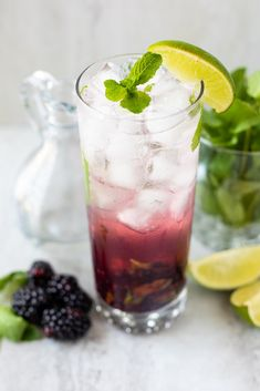 Easy Summer Cocktails, Refreshing Cocktails, Fun Cocktails, Yummy Drinks, Cocktail Recipes, Drink Recipes, Infused Water Recipes, Fruit Infused Water, Mojito Recipe