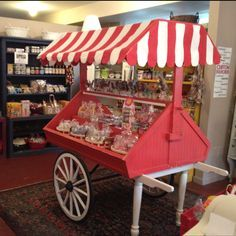 This is an awesome idea if you want a candy bar Candy Table, Candy Buffet, Dessert Bars, Dessert Table, Bar Deco, Food Cart Design, Bike Food, Bar A Bonbon, Sweet Carts