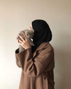 Casual Hijab Outfit, Hijab Chic, Niqab, Sabrina Carpenter Style, Muslim Images, Girl Hand Pic, Hijab Cartoon, Hijab Fashionista, Muslim Women Fashion