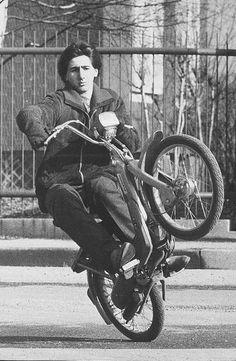 Si impennava solo al pensiero (ma non certo di potenza...) Vintage Moped, Vintage Motocross, Vintage Ads, Vintage Images, 50cc Moped, Moped Scooter, Vespa, Moto Car, Airplane Pilot
