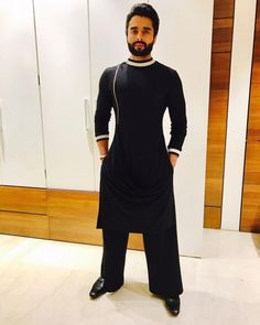 Jackky Bhagnani in a Black coloured Shantanu and Nikhil Outfit Mens Indian Wear, Indian Groom Wear, Indian Men Fashion, Ethnic Fashion, Men's Fashion, Kurta Pajama Men, Kurta Men, Boys Kurta, Casual Groom Attire