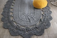 Kobieta po czterdziestce: Koronkowy dywan ze sznurka bawełnianego