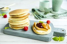 Få oppskriften her. Omelette, Kefir, Scones, Pancakes, Flora, Sandwiches, Berries, Lunch, Cooking