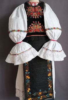 Folk Costume, Costumes, Bell Sleeves, Bell Sleeve Top, Blouse, Tops, Women, Fashion, Moda