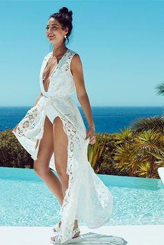 A week in white! Explore this season's biggest trend in PANDORA Magazine.