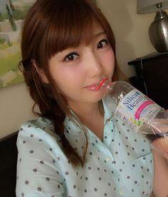 たくさん水分を摂る季節だから、  お水にもこだわっています(*^_^*) お気に入りは、美容と健康に良いというシリカの含まれるお水♡ 最近はシリカビューティーを毎日飲んでいます(*^_^*) 美容にいいお水だと、たまに飲みにくいものもあるのですが、これはすごく飲みやすい〜♡ 今日も一日お疲れ様でした! おやすみなさい🌟 ........ #シリカビューティー #美肌 #美髪 #美爪 #お水 #水分補給 #ナチュラルミネラルウォーター  #シリカ #シリカ水 #美容 #健康 #読者モデル #読モ #自撮り #パジャマ #三つ編み #おやすみなさい #水 #バナジウム #silicabeauty #silica #water #beauty #naturalmineralwater #selfie #bottledwater #gn @irisohyama