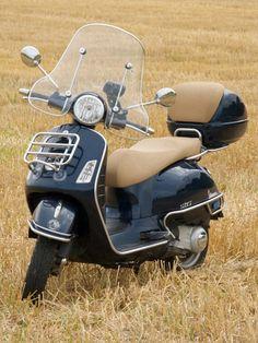 Modern Vespa : post pics of your gts Vespa Gts, Moto Vespa, Vespa Motorcycle, Vespa Bike, Piaggio Vespa, Motorbike Girl, Vespa Lambretta, Retro Scooter, Best Scooter
