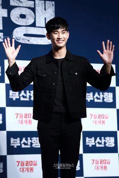 Kim Soo Hyun makes rare public appearance at Train to Busan VIP movie premiere