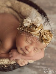 Isn't this beautiful? Let's see if I can get my act together and start making pretty things now that I have a little girl!