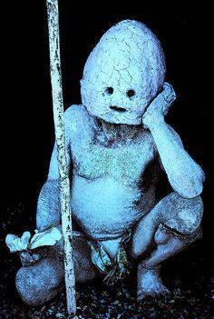 'Mudman' from Makehuku village, Asaro area, Eastern Highlands, Papua New Guinea. © Malcolm Kirk