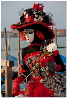Shots For Passion - Photography: Venice, Carnival The Red Queen - Crimson hearts Venetian Costumes, Venice Carnival Costumes, Venetian Carnival Masks, Carnival Of Venice, Venetian Masquerade, Masquerade Ball, Rio Carnival, Venice Carnivale, Venice Mask