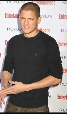 He broke out of prison in Prison Break (FOX), and now we want him to break into our bedrooms. Michael Scofield, Hot Actors, Actors & Actresses, Wentworth Miller Prison Break, Wentworth Prison, Prison Break 3, Leonard Snart, Dominic Purcell, Black Celebrities