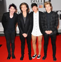 5SOS promises no pants at VMAs!