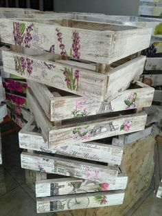 New ideas for wooden boxes decoration Decoupage Vintage, Decoupage Box, Wood Crafts, Diy And Crafts, Fruit Box, Deco Boheme, Wooden Crates, Vintage Wooden Boxes, Vintage Crates