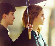 Daniel Radcliffe and Emma Watson ( Harry Potter and Hermione Granger Harry Potter Actors, Harry James Potter, Harry Potter World, Harry Potter Memes, Potter Facts, Harry Potter Hermione, Hermione Granger, Ron Weasley, Harmony Harry Potter