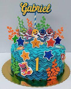 60 Ideias para Festa Baby Shark Shark Birthday Cakes, Boys First Birthday Cake, Baby Boy 1st Birthday Party, Bday Girl, Birthday Party Themes, Fete Vincent, Baby Hai, Shark Cake, Shark Party