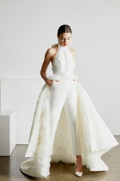 Trouwen in een broek vs. een trouwjurk - In White Fairy Wedding Dress, Dream Wedding Dresses, Prom Dresses, Formal Dresses, Event Dresses, Wedding Pantsuit, Wedding Suits, Wedding Attire, Marriage Gown