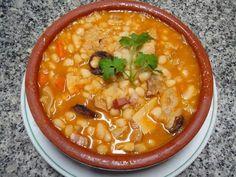 "Traditional Portuguese Cuisine - ""Tripas à moda do Porto"" My Favorite Food, Favorite Recipes, Custard Tart, Portuguese Recipes, I Love Food, Chana Masala, Cheeseburger Chowder, Food And Drink, Soup"