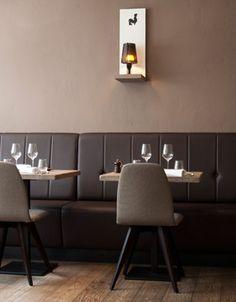 Kok au Vin, Ezelstraat 21, Brugge Sluitingsdagen zondag en maandag Conference Room, Restaurant, Table, Furniture, Home Decor, Wine, Decoration Home, Room Decor, Diner Restaurant