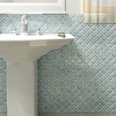 This SomerTile 12.5 x 12.375-inch Antaeus Marine Porcelain Mosaic Floor and Wall Tile offers a timeless lantern design, blue tones, creamy shades and a mixture of sky-blue tints. This tile is frost-resistant and easy to clean.