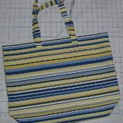 FREE Grab and Go Super Easy Errand Tote pdf sewing pattern - via @Craftsy