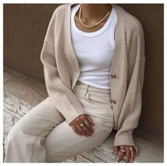 Ginger Parrish Outfit Idea #simplestyle #basicoutfits #neutraltones #earthtoneoutfits #streetstyle #monochromicstyle