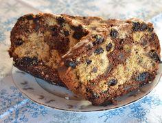 Típica de la cocina patagónica, en su momento fue la torta de bodas de las parejas, se caracterizó por tener azúcar negro, frutos, especias.