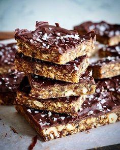 Fantastisk gode cookies med sjokolade og peanøtter - Mat På Bordet Mat, Chips, Baking, Desserts, Food, Caramel, Tailgate Desserts, Deserts, Potato Chip