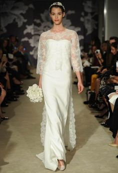 Sempre referência de elegância, Carolina Herrera chamou a atenção para os decotes nos looks de sua coleção Bridal Spring 2015.