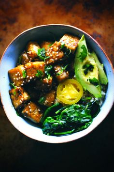 This beautiful Sweet & Spicy Green Power Tofu Quinoa Bowl is filled with quinoa, sweet and spicy tofu, mixed wilted greens, jalapeño… High Protein Vegan Recipes, Delicious Vegan Recipes, Raw Food Recipes, Vegetarian Recipes, Healthy Recipes, Delicious Dishes, Vegan Food, Vegan Vegetarian, Healthy Foods