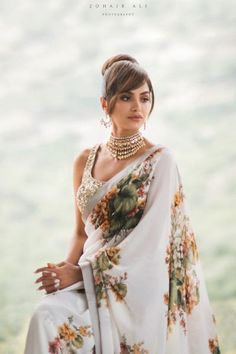 Looking for Bridal Lehenga for your wedding ? Dulhaniyaa curated the list of Best Bridal Wear Store with variety of Bridal Lehenga with their prices Bollywood Saree, Sabyasachi Sarees, Bollywood Fashion, Indian Sarees, Engagement Dress For Bride, Engagement Saree, Floral Print Sarees, Saree Floral, Indian Dresses