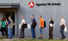 البطالة في ألمانيا تتراجع بوتيرة تفوق التوقعات في ديسمبر - أظهرت بيانات من مكتب العمل الاتحادي أن معدل البطالة في ألمانيا نزل أكثر من المتوقع في ديسمبر كانون الأول ليظل معدل البطالة في أكبر اقتصاد في أوروبا عند مستوى منخفض قياسي. وذكر المكتب أن عدد العاطلين عن العمل المعدل موسميا نزل بواقع 17 ألفا إلى 2.638 مليون بزيادة أكثر من ثلاثة مرات عن توقعات رويترز بتراجعه بواقع خمسة آلاف عاطل. وتراجع معدل البطالة المعدل إلى ستة في المئة وهو الأقل منذ إعادة توحيد ألمانيا في عام 1990. وفي عام 2016 تم…