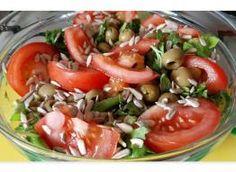sałatka z rukoli i roszponki do obiadu: Przepisy, jak zrobić - Smaker.pl Caprese Salad, Food, Essen, Meals, Yemek, Insalata Caprese, Eten