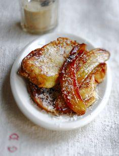 Labrioche perdue, voilà un dérivé plus gourmand du traditionnel pain perdu de nos grands-parents. Avec ses bananes caramélisées, cette recette sonne l'heure du goûter !